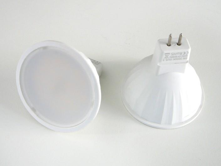 LED žárovka E27 230V.