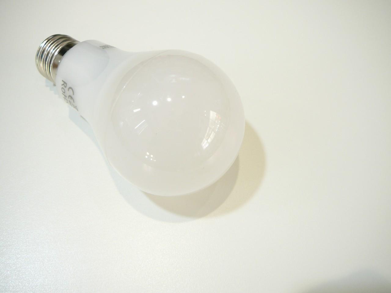 LED žárovka E27 12W