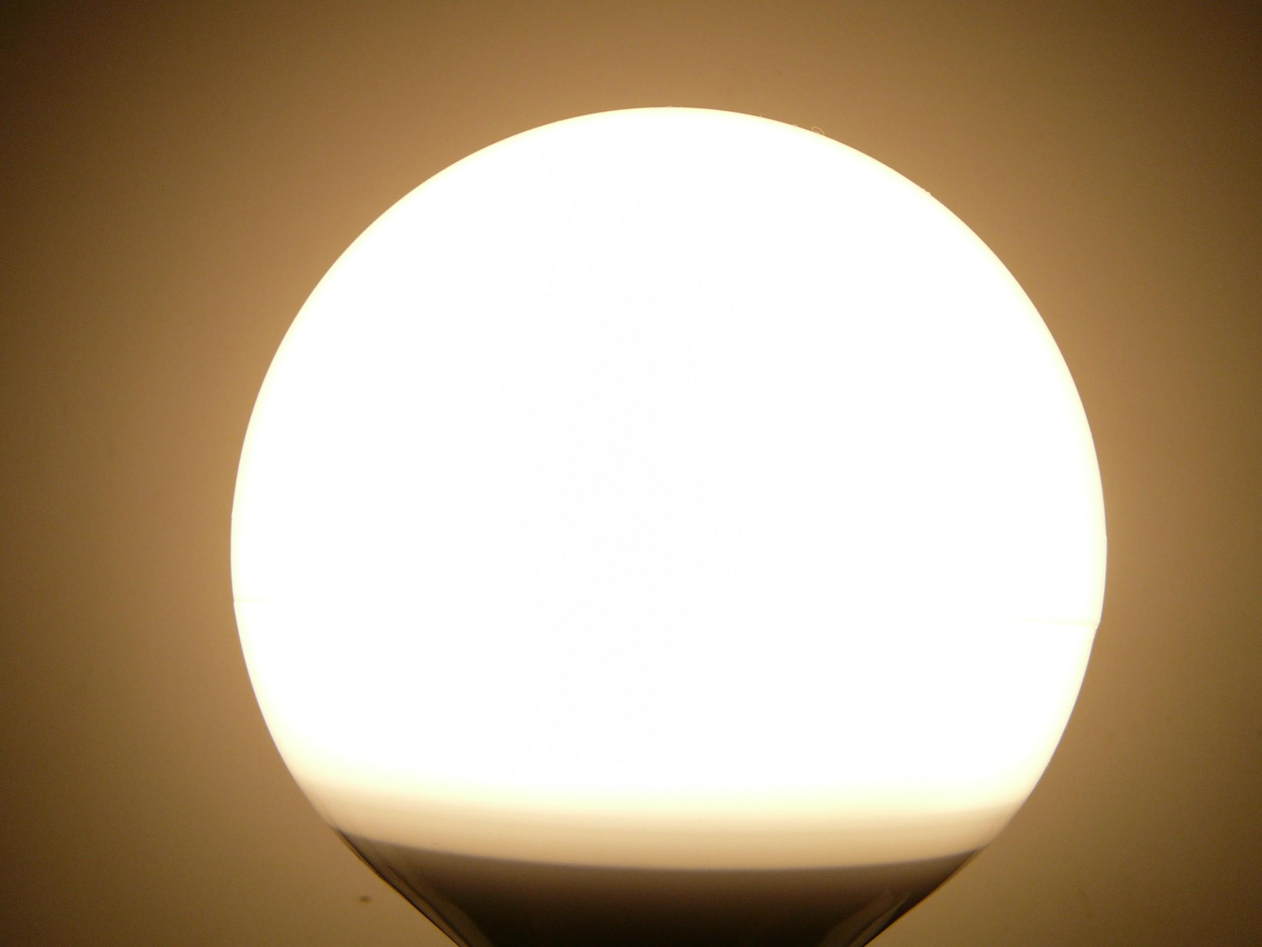 LED žárovka LU12W-260 teplá bílá
