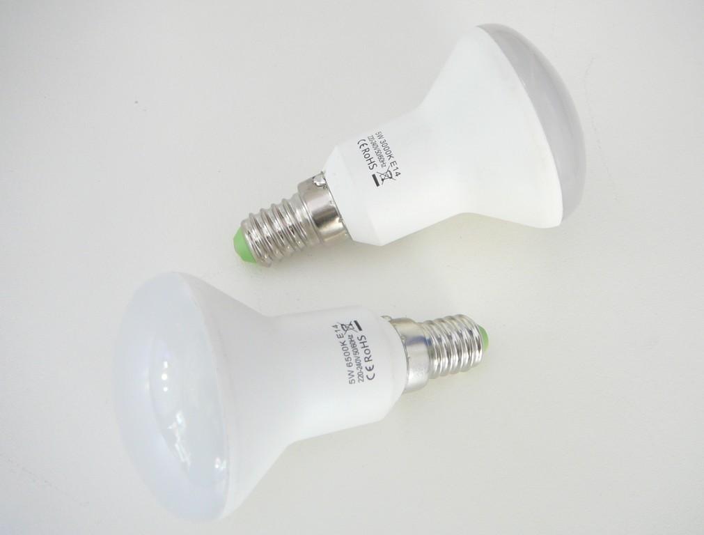 LED žárovka E14