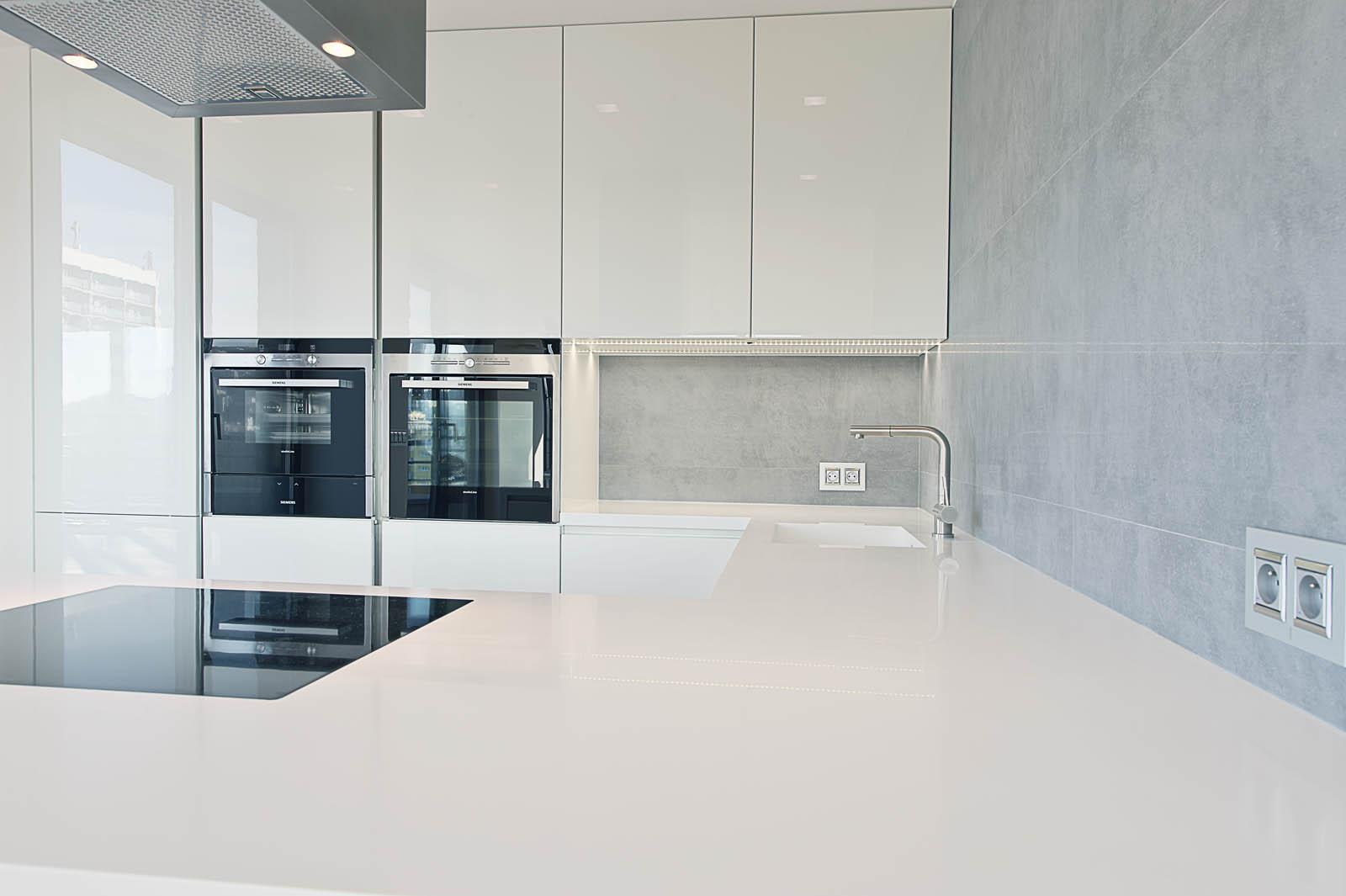 Realizace osvětlení v kuchyni, kterou zpracovala firma Indeco.