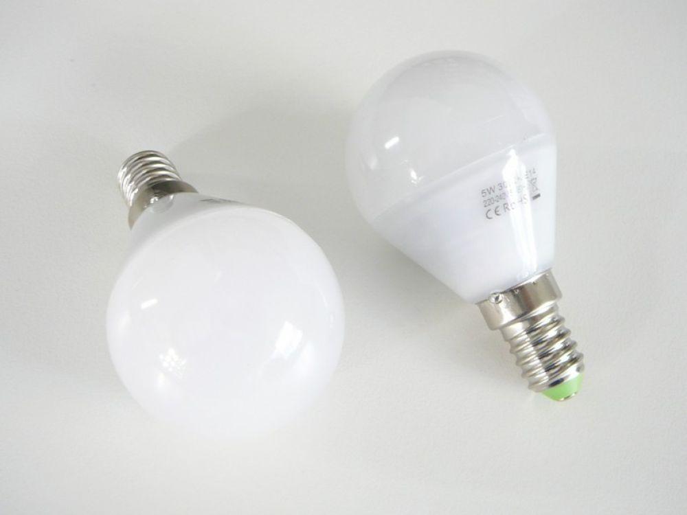 LED zarovka e14